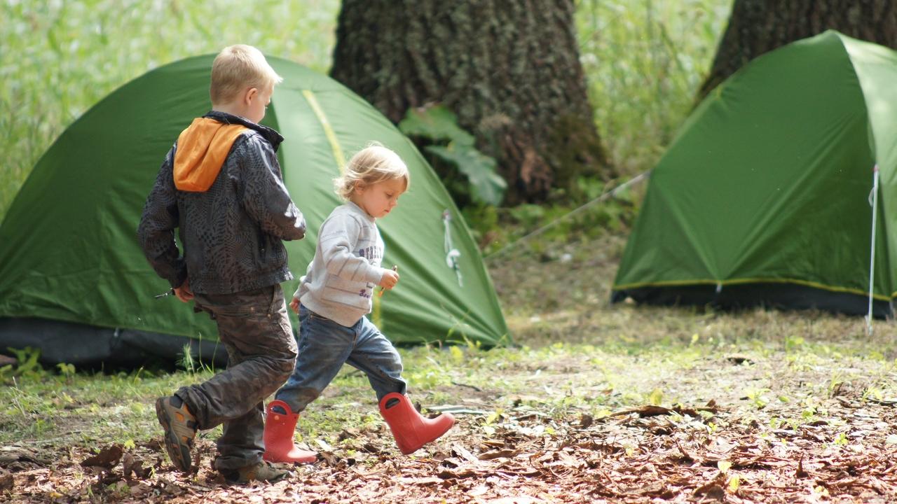 остановиться в палатке в кемпинге